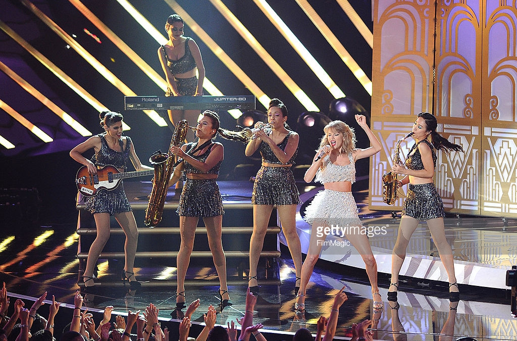 Maria performs with Taylor Swift